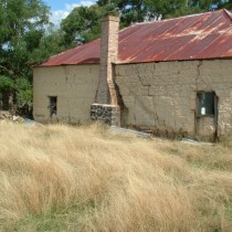 Mud Farm Hut. Oberon
