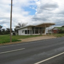 Disused Country Garage. Canowindra