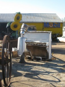 Molong Tin Man piano