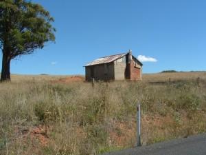 Basic Farmhouse. Black Springs