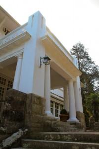 Leurall entrance screen central
