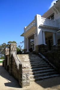 Leuralla entrance screen central